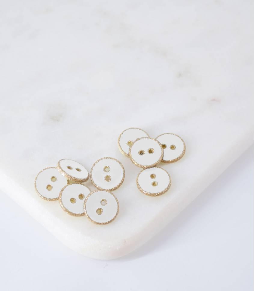 Boutons blanc contour doré