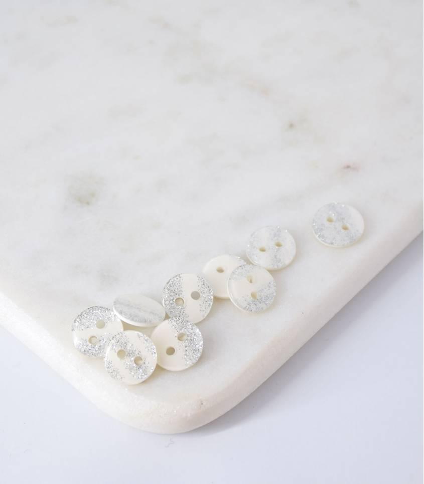 Boutons blancs paillettes argents - 12mm