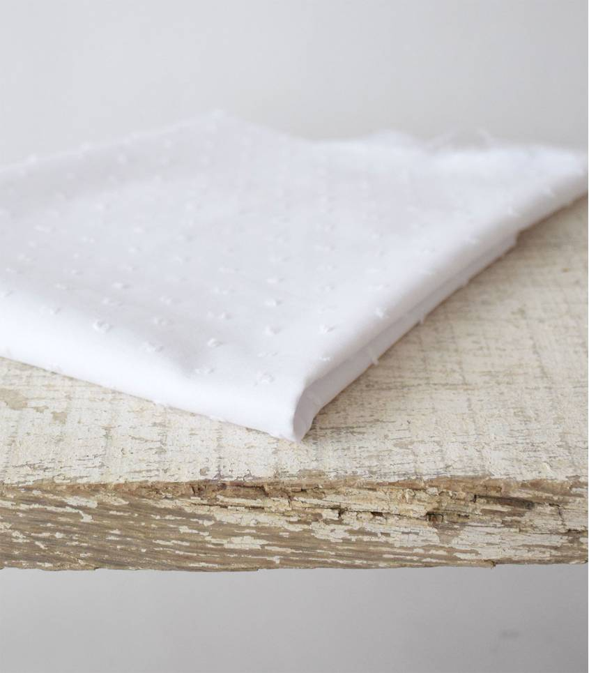 Tissu Plumetis de coton blanc