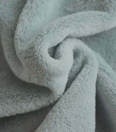 Tissu polaire doudou vert de gris
